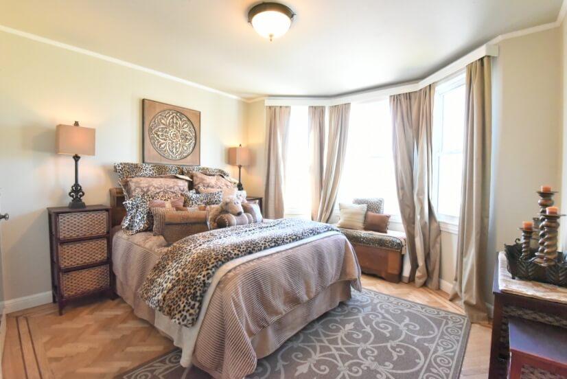 Upstairs Bedroom Queen Bed