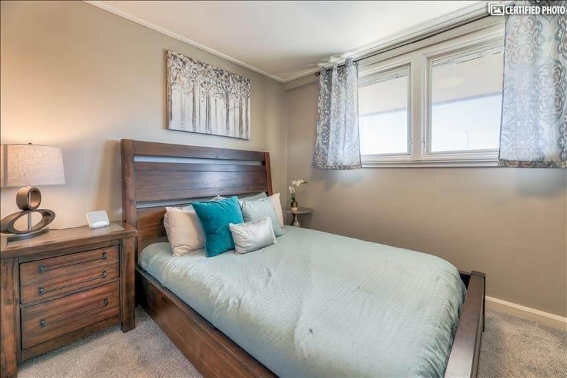 2nd bedroom with queen.
