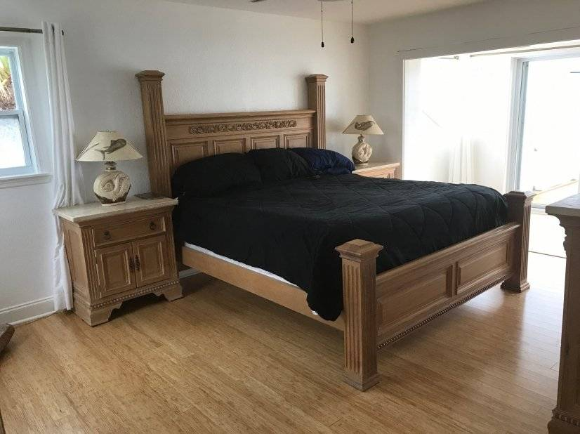 Top floor bedroom with private deck, full bathroom & bamboo