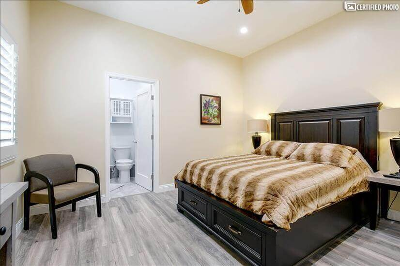 Master bedroom 2 with full bathroom and queen size bed