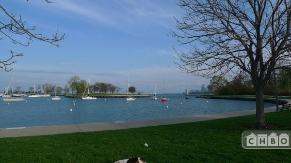Lakefront walkway 5 min away