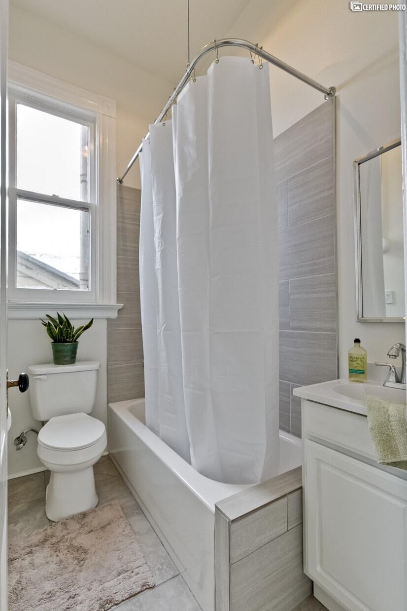 Bathroom 2 with tub