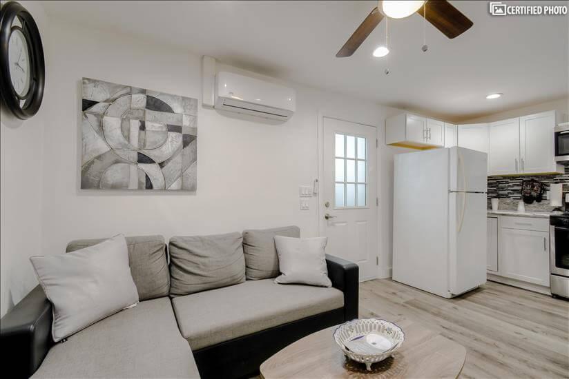 Private Guest Home Tarzana - 400 sq. ft.