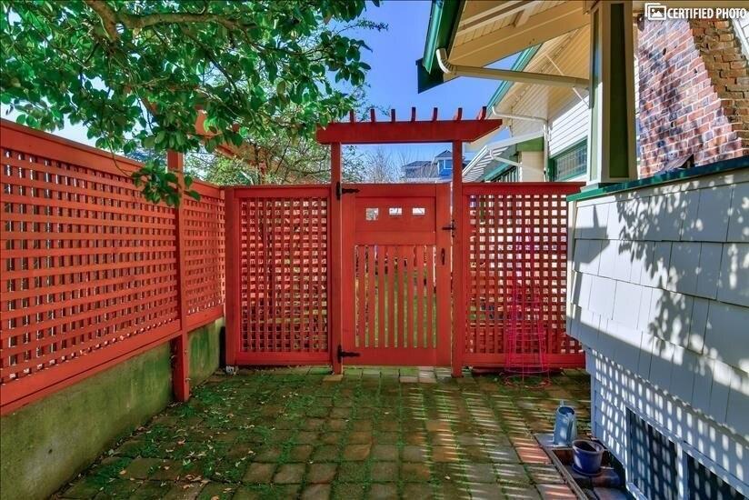Side yard new fence