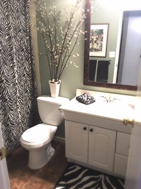 Main bathroom w/tub