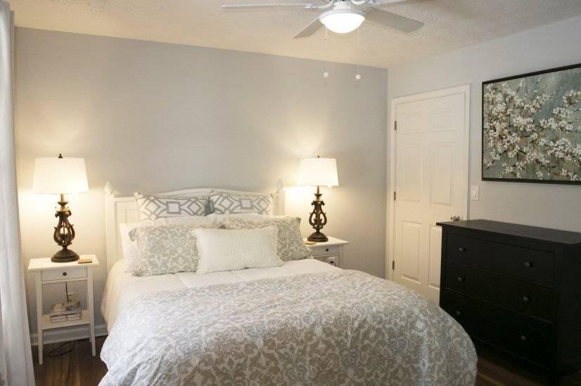 Master bedroom with queen bed and en-suite bathroom.