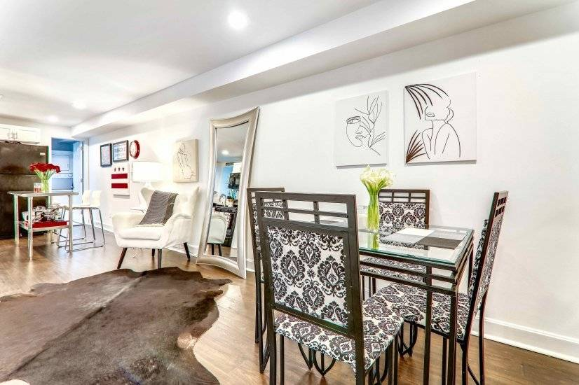 Wrought iron dining set adds a funky touch