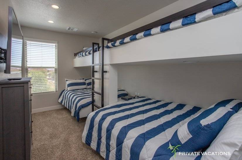 image 16 furnished 5 bedroom Townhouse for rent in Washingston, Washington (St. George)