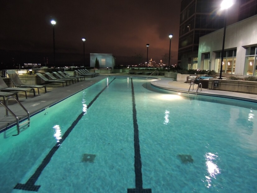 Rooftop pool with Skyline view!