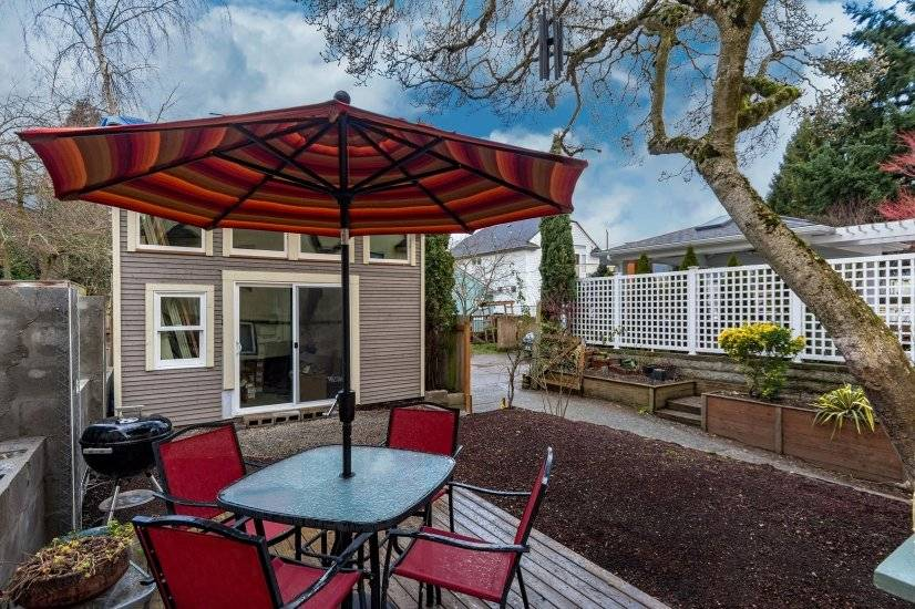 Private yard with deck,bbq and off street parking