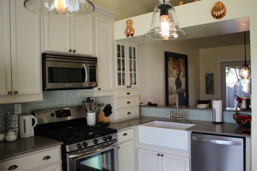 Farmhouse sink & stainless steel appliances