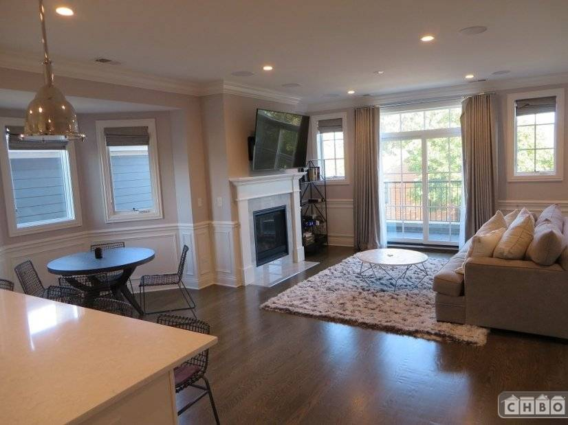 image 3 furnished 2 bedroom Townhouse for rent in Lincoln Park, North Side