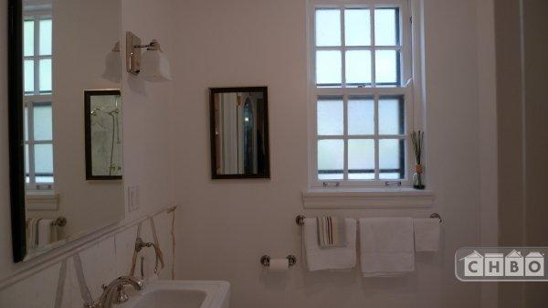 Marble bathroom in the 2 Bedr apt