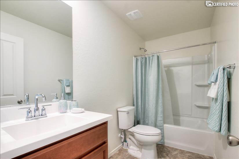 Secondary Bathroom with Tub and Shower Combination