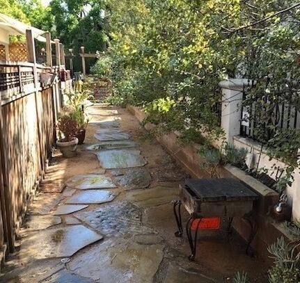 path view to sidewalk