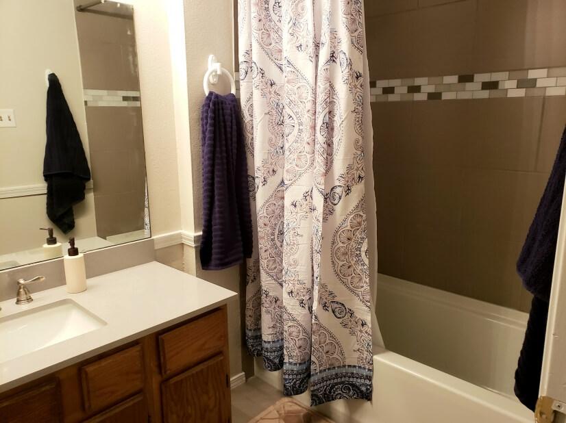 Upstairs hall bath - 3 baths in all!