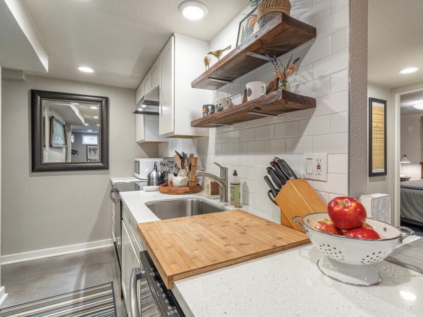 image 9 furnished 1 bedroom Apartment for rent in Portland Southwest, Portland Area