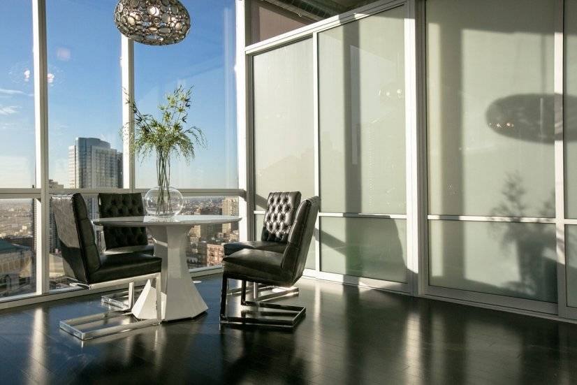 Common space, lounge, meeting area on 28th floor. Business c