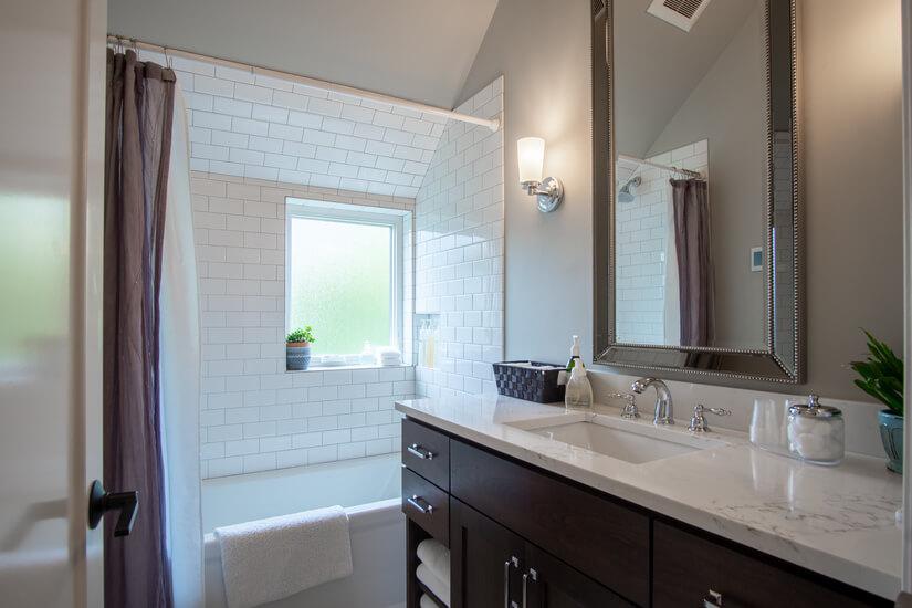 Upper Floor Guest Bathroom