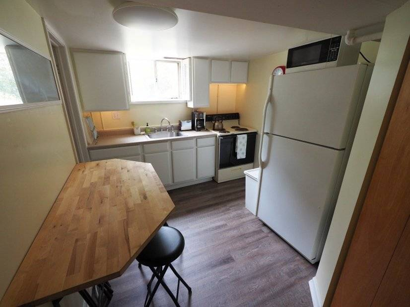 Kitchen with eat-in bar