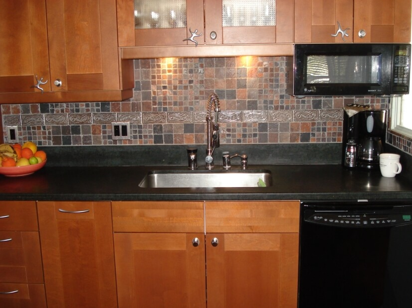 super well stocked kitchen with instant hot water spout etc