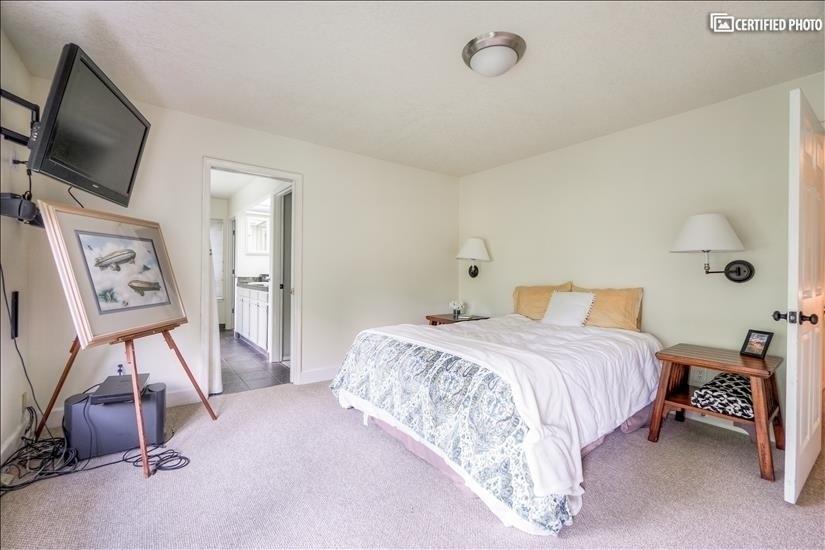 Master Bedroom #2 (Level 2.5)
