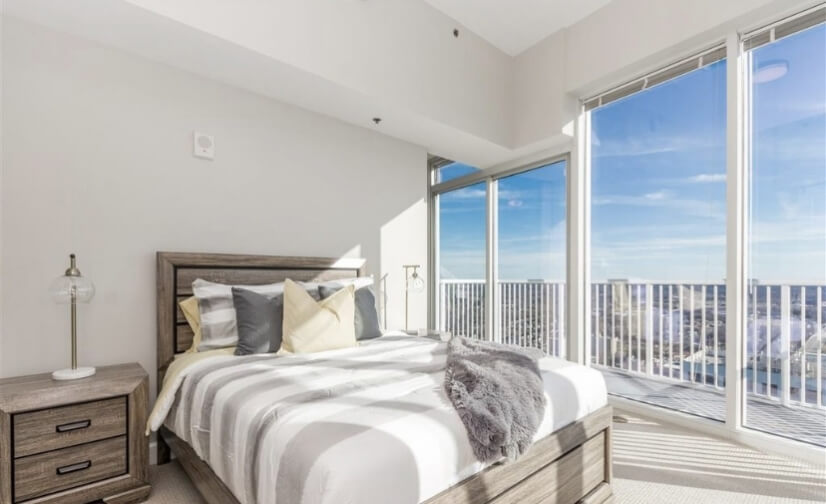 King size bed with views