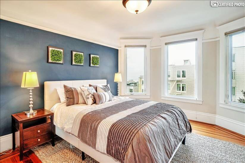 Queen bed with bay windows