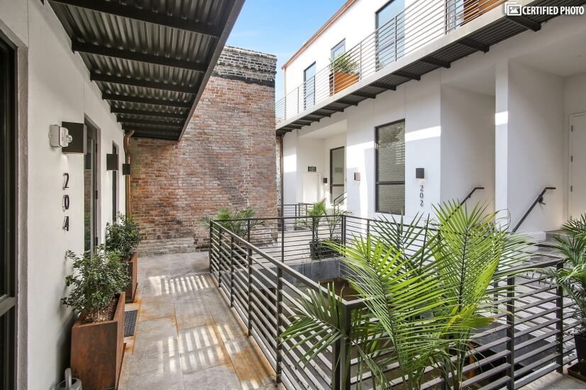 Elegant, New Orleans- style outdoor courtyard