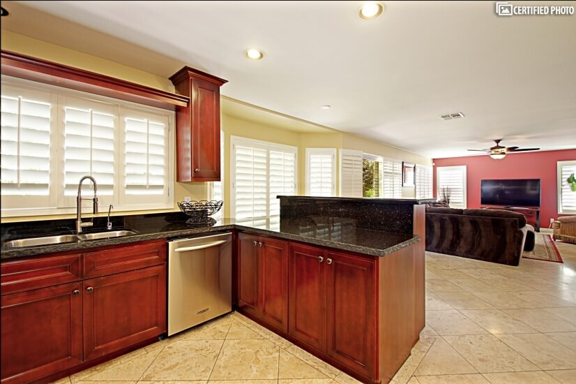 Plenty of space to work on the granite counters.