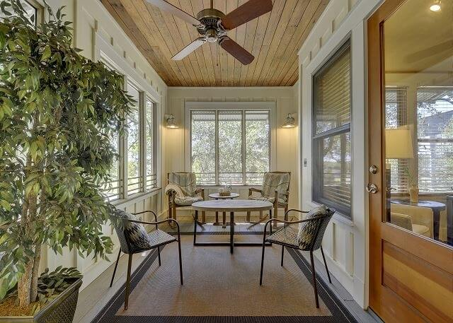 Screened-In Porch with seating area