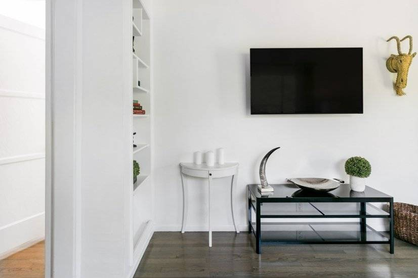 """Living room with 49"""" Smart TV with apps"""