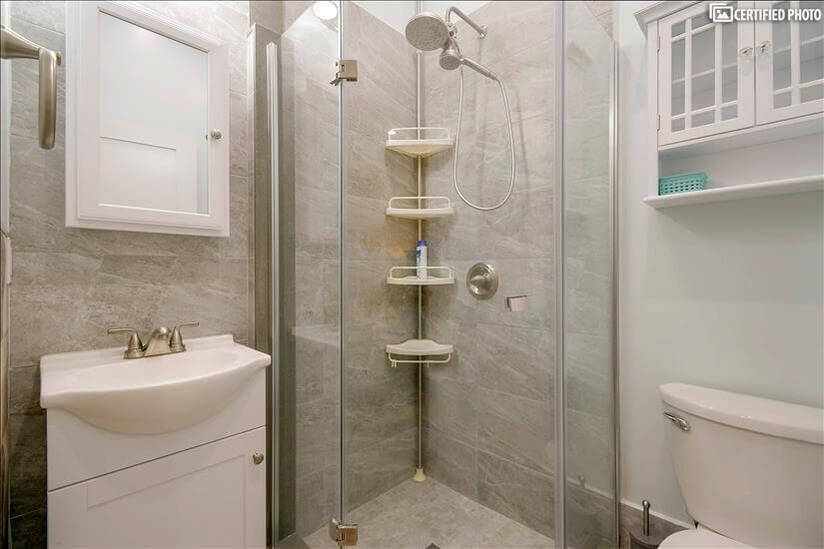 Fully equipped bathroom in master bedroom 1