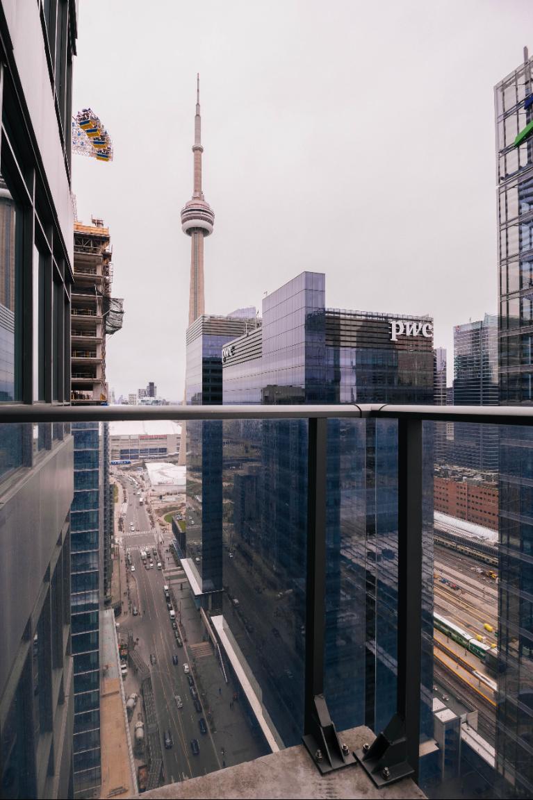 West view: CN Tower, Ripley Acquarium, Rogers Centre