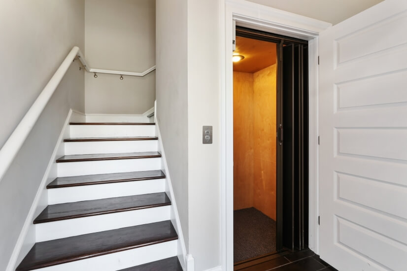 Entry way, Stairs or Elevator up to Apartment