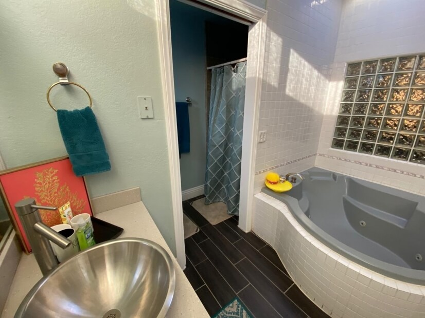 Mast bathroom with private shower room