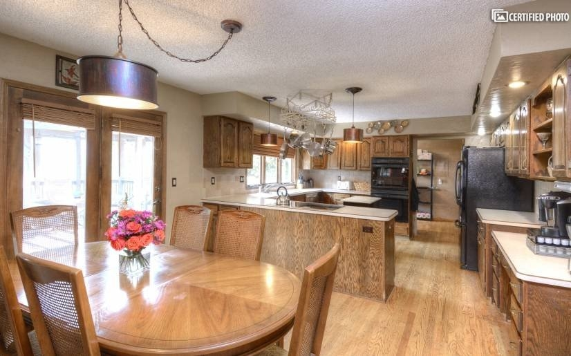 image 6 furnished 5 bedroom House for rent in Broadmoor Hills, Colorado Springs