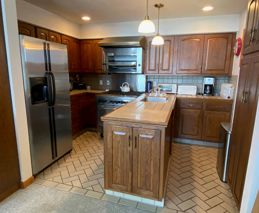 Fully Equipped Kitchen with Dishwasher and all Appliances