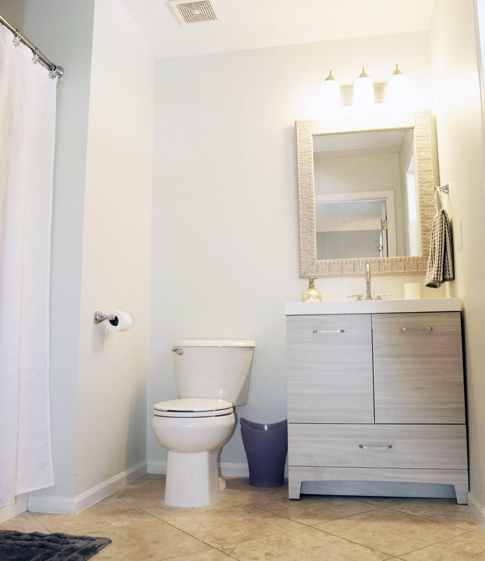 En-suite master bathroom.