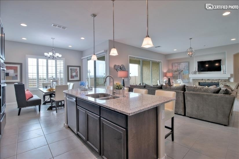 Large,well equipped kitchen.