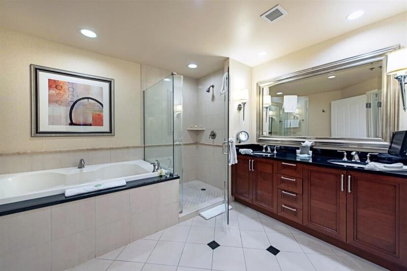 Luxurious bathroom suite