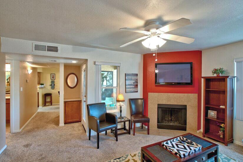 variable angle of living room/hallway