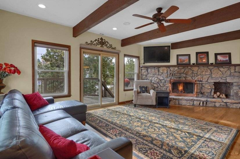 Living Room overlooks Treed Canyon