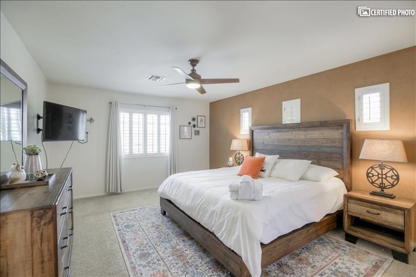 Master Bedroom w/King adjustable bed