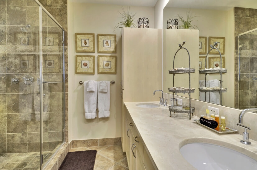 All units offer master en suite bathrooms.