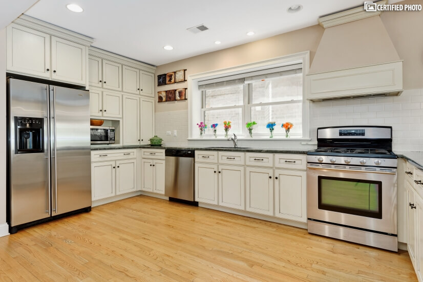 Granite counters, Jenn Air Oven with 5 burners