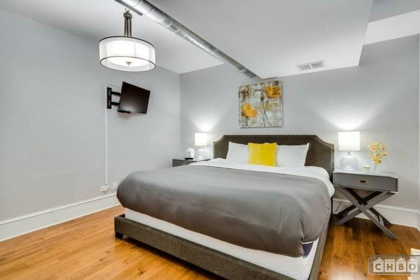 image 9 furnished 2 bedroom Townhouse for rent in Lakeview, North Side