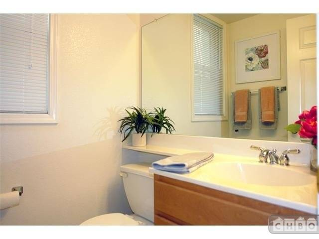 image 5 unfurnished 2 bedroom Townhouse for rent in Mountain View, San Mateo (Peninsula)