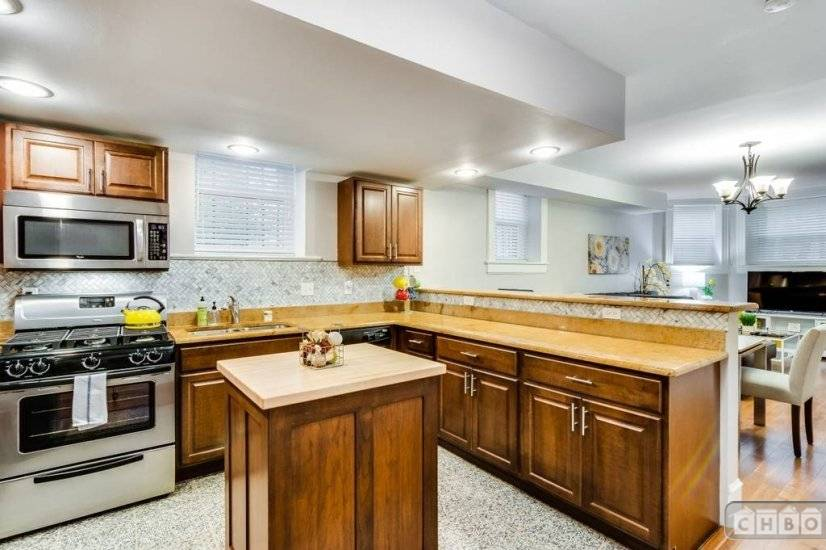 image 6 furnished 2 bedroom Townhouse for rent in Lakeview, North Side