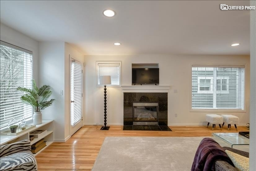Fire Place & TV with cable